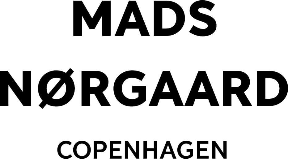 Kjoler, t-shirts og andet tøj fra Mads Nørgaard.